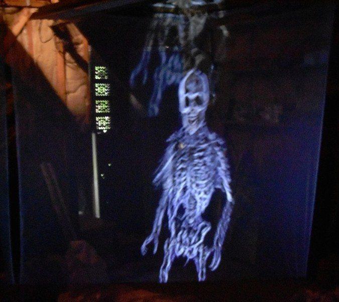 how to make a hologram screen